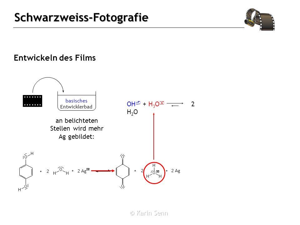 Schwarzweiss-Fotografie Entwickeln des Films an belichteten Stellen wird mehr Ag gebildet: basisches Entwicklerbad OH - + H 3 O + 2 H 2 O