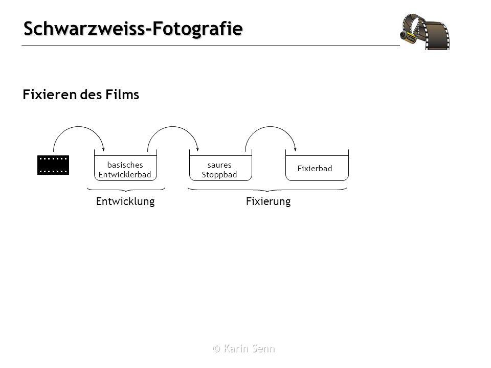 Schwarzweiss-Fotografie Fixieren des Films basisches Entwicklerbad saures Stoppbad Fixierbad EntwicklungFixierung