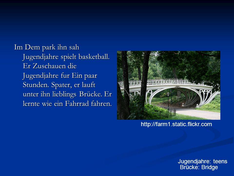 Im Dem park ihn sah Jugendjahre spielt basketball.