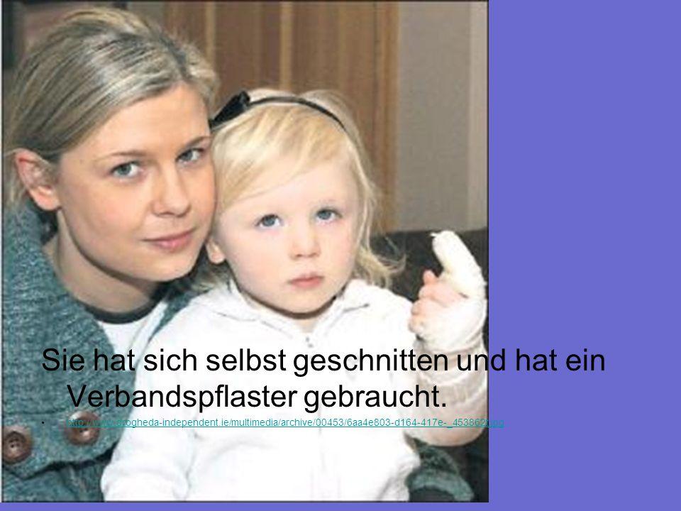 Sie hat sich selbst geschnitten und hat ein Verbandspflaster gebraucht. http://www.drogheda-independent.ie/multimedia/archive/00453/6aa4e803-d164-417e