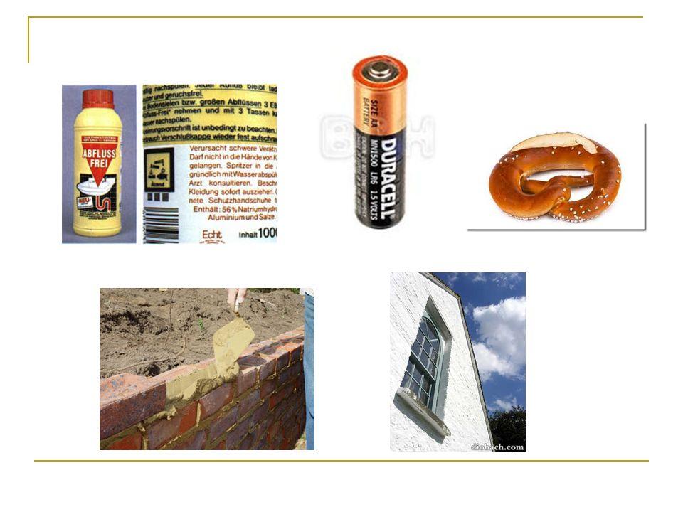 BASEVorkommen / Verwendung Anmerkung Natronlauge Na + OH - in Abflussreinigern, zur Seifen- und Papierherstellung, zur Pfandflaschen- reinigung; Laugengbäck in 3%- ige Lösung getaucht.