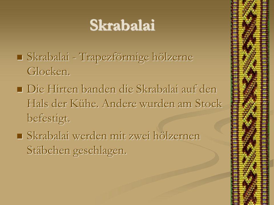 Skrabalai Skrabalai - Trapezförmige hölzerne Glocken. Skrabalai - Trapezförmige hölzerne Glocken. Die Hirten banden die Skrabalai auf den Hals der Küh