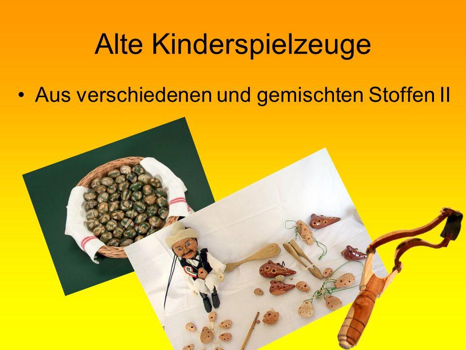 Alte Kinderspielzeuge Aus verschiedenen und gemischten Stoffen II