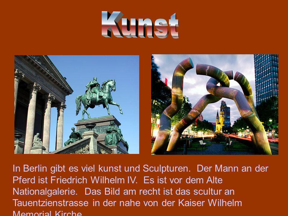 In Berlin gibt es viel kunst und Sculpturen. Der Mann an der Pferd ist Friedrich Wilhelm IV. Es ist vor dem Alte Nationalgalerie. Das Bild am recht is