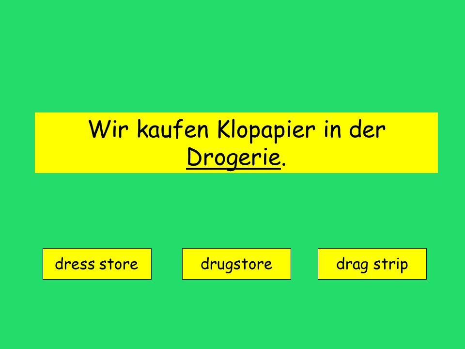 Wir kaufen Klopapier in der Drogerie. dress store drugstoredrag strip