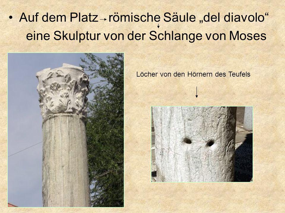 Auf dem Platz römische Säule del diavolo eine Skulptur von der Schlange von Moses Löcher von den Hörnern des Teufels
