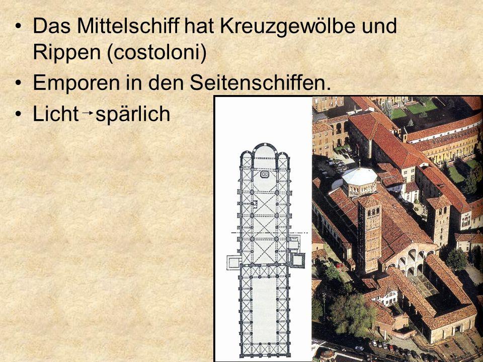 Das Mittelschiff hat Kreuzgewölbe und Rippen (costoloni) Emporen in den Seitenschiffen. Licht spärlich