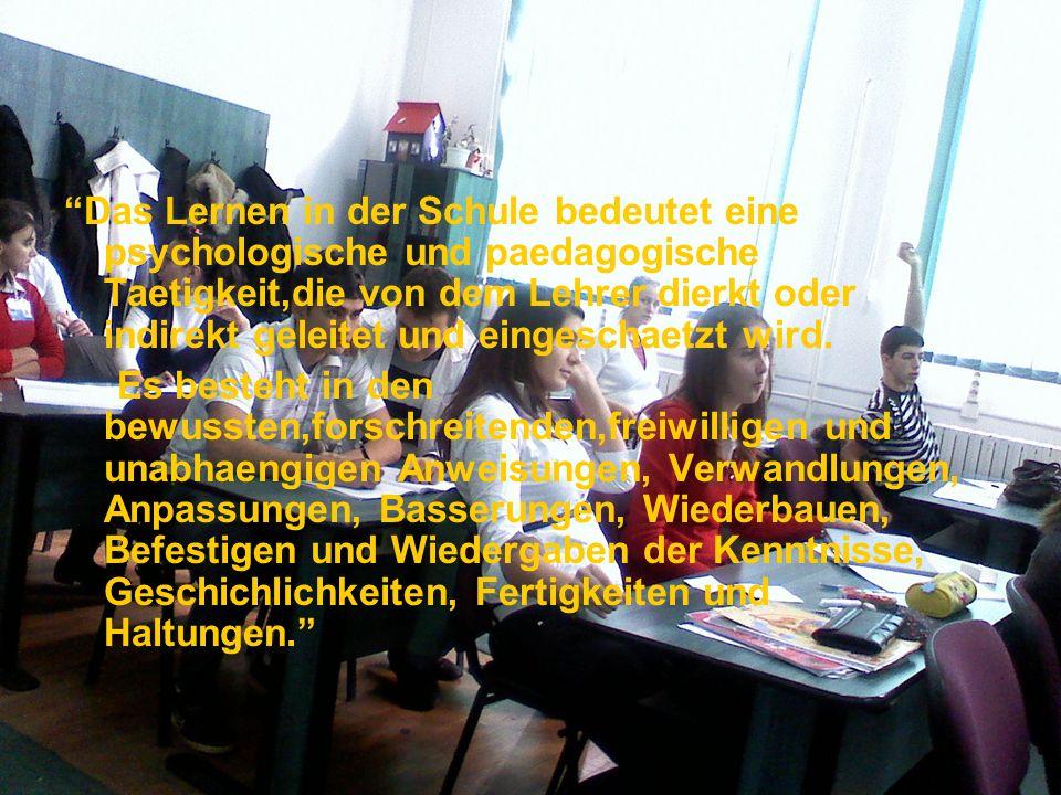 Das Lernen in der Schule bedeutet eine psychologische und paedagogische Taetigkeit,die von dem Lehrer dierkt oder indirekt geleitet und eingeschaetzt wird.