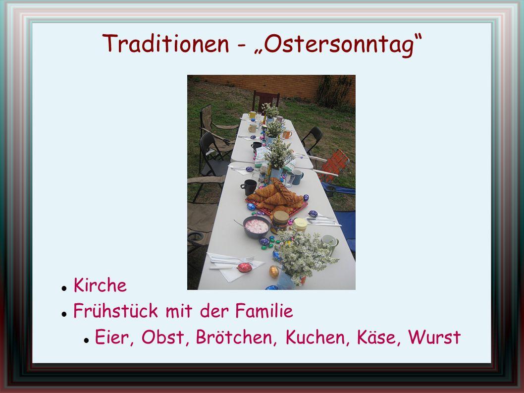 Traditionen - Ostersonntag Kirche Frühstück mit der Familie Eier, Obst, Brötchen, Kuchen, Käse, Wurst