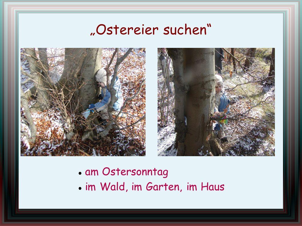 am Ostersonntag im Wald, im Garten, im Haus Ostereier suchen