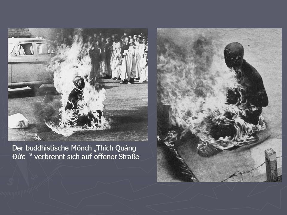 Der buddhistische Mönch Thích Qung Ðc verbrennt sich auf offener Straße