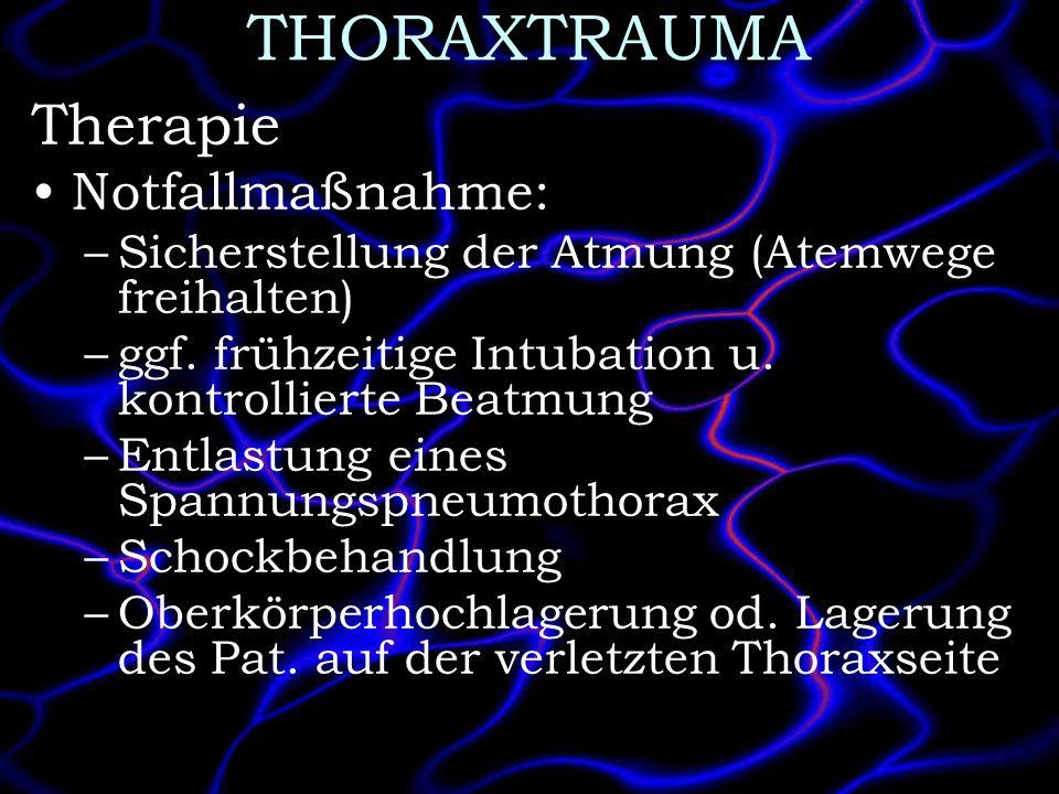 THORAXTRAUMA Therapie Notfallmaßnahme: –Sicherstellung der Atmung (Atemwege freihalten) –ggf. frühzeitige Intubation u. kontrollierte Beatmung –Entlas