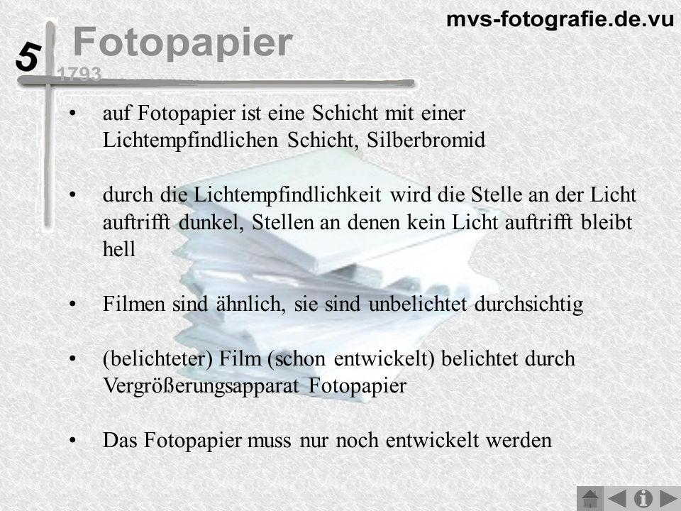 auf Fotopapier ist eine Schicht mit einer Lichtempfindlichen Schicht, Silberbromid durch die Lichtempfindlichkeit wird die Stelle an der Licht auftrifft dunkel, Stellen an denen kein Licht auftrifft bleibt hell Filmen sind ähnlich, sie sind unbelichtet durchsichtig (belichteter) Film (schon entwickelt) belichtet durch Vergrößerungsapparat Fotopapier Das Fotopapier muss nur noch entwickelt werden