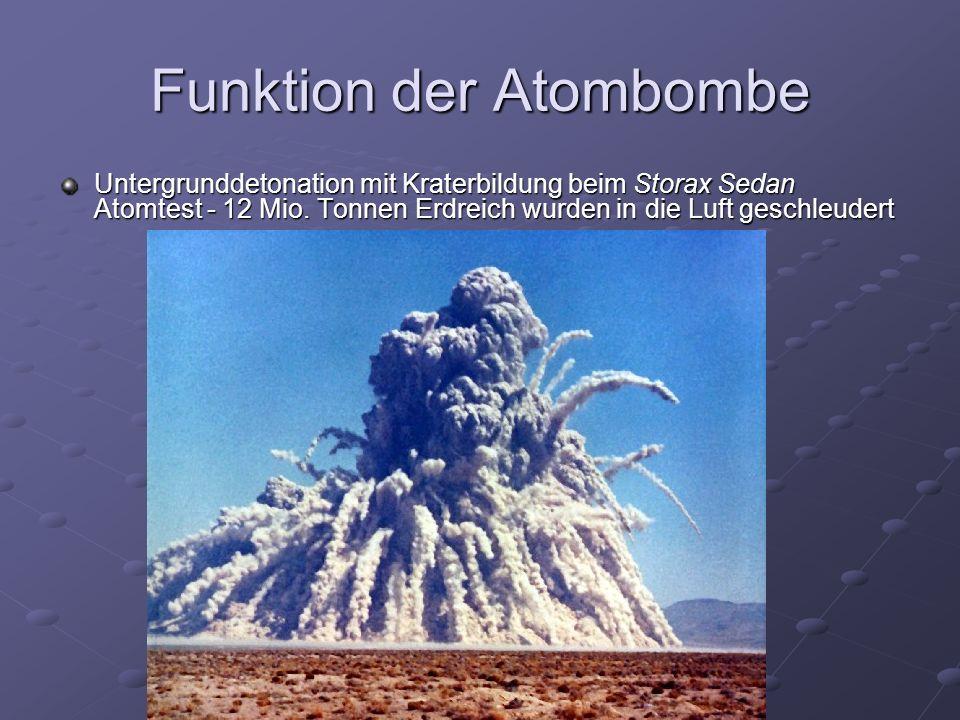 Funktion der Atombombe Untergrunddetonation mit Kraterbildung beim Storax Sedan Atomtest - 12 Mio.