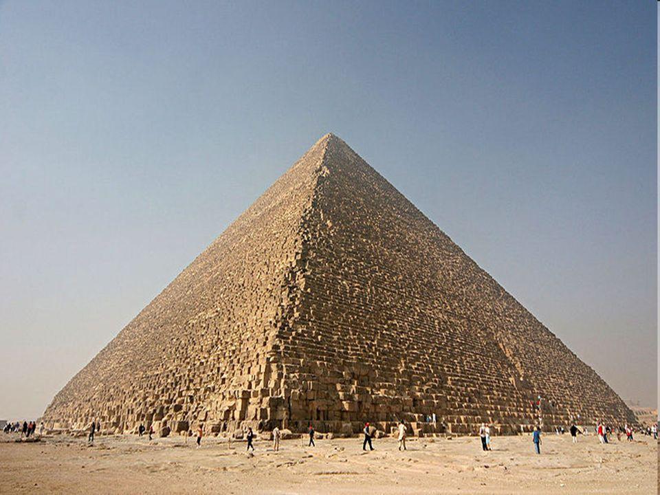 Die Cheopspyramide Baudauer: 20 Jahre Arbeiteranzahl: 100000 Menschen Kalksteine stammen aus Mokattam-Gebirge Turakalk aus Mittelägypten Granitblöcke