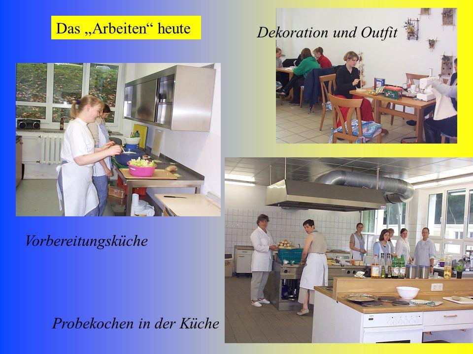 9 Das Arbeiten heute Vorbereitungsküche Probekochen in der Küche Dekoration und Outfit