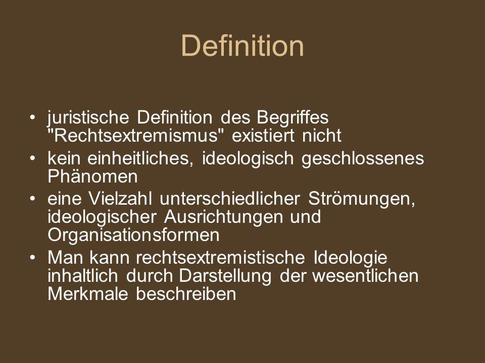 Definition juristische Definition des Begriffes Rechtsextremismus existiert nicht kein einheitliches, ideologisch geschlossenes Phänomen eine Vielzahl unterschiedlicher Strömungen, ideologischer Ausrichtungen und Organisationsformen Man kann rechtsextremistische Ideologie inhaltlich durch Darstellung der wesentlichen Merkmale beschreiben