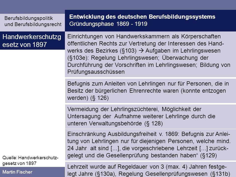 Entwicklung des deutschen Berufsbildungssystems Gründungsphase 1869 - 1919 Berufsbildungspolitik und Berufsbildungsrecht Martin Fischer Quelle: Gewerberechtsnovelle von 1908 Gewerberechts- novelle von 1908 Zentrale Forderung der Handwerkerschaft nach Großem Befähigungsnachweis (Recht zum Betrieb eines Handwerksbetrieb erfordert Meistertitel) wurde vom Reichstag (1890) gebilligt, erhielt aber keine Zustimmung vom Bundesrat Interessen der Mittelstandspolitik kollidierte mit den Grundsätzen der liberalen Wirtschaftspolitik (Große Befähigungsnachweis liege nicht im Verbraucher- Interesse) Lösung war der Kleine Befähigungsnachweis: In Handwerksbetrieben steht die Befugnis zur Anleitung von Lehrlingen nur denjenigen Personen zu, welche das vierundzwanzigste Lebensjahr vollendet und eine Meisterprüfung bestanden haben (§129)