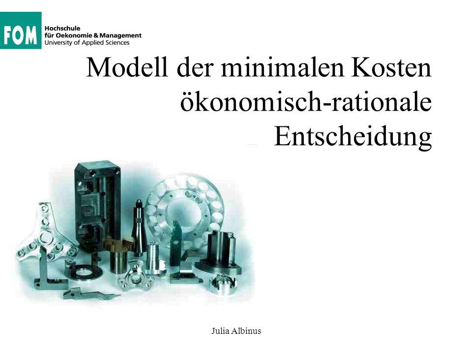 Entwicklung eines ökonomischen Modells in einem Koordinatensystem Julia Albinus Ausgangsfall: Eine bestimmte Ausbringung (500 Stück pro Monat) kann mit unterschiedlichen Kombinationen von Arbeitskräften und Maschine (Betriebsmitteln) produziert werden.