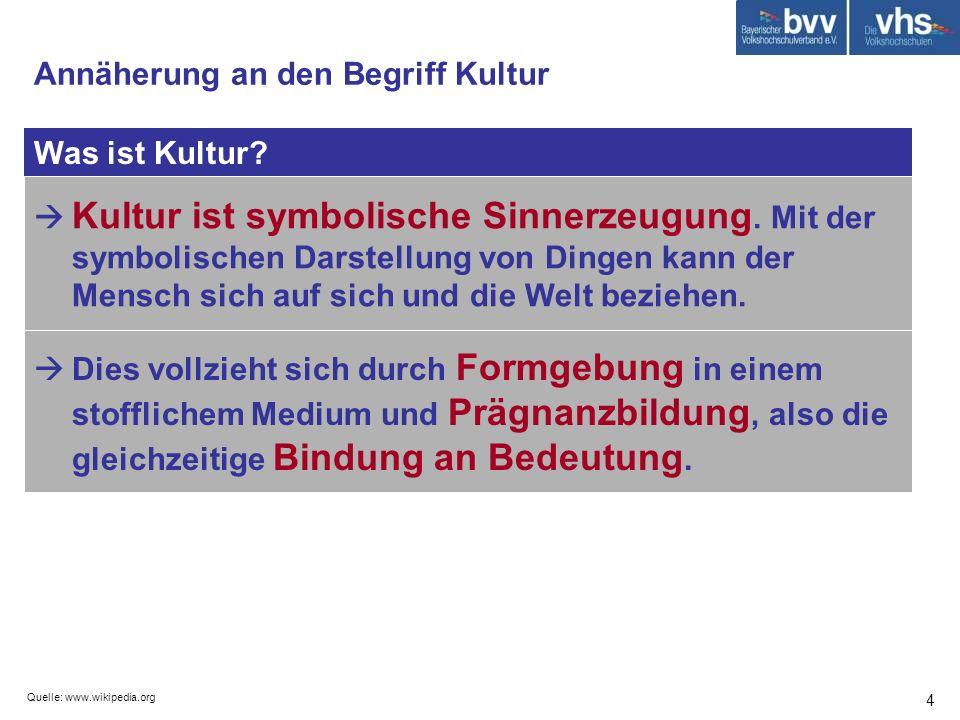 Quelle: www.wikipedia.org 4 Was ist Kultur? Annäherung an den Begriff Kultur Kultur ist symbolische Sinnerzeugung. Mit der symbolischen Darstellung vo