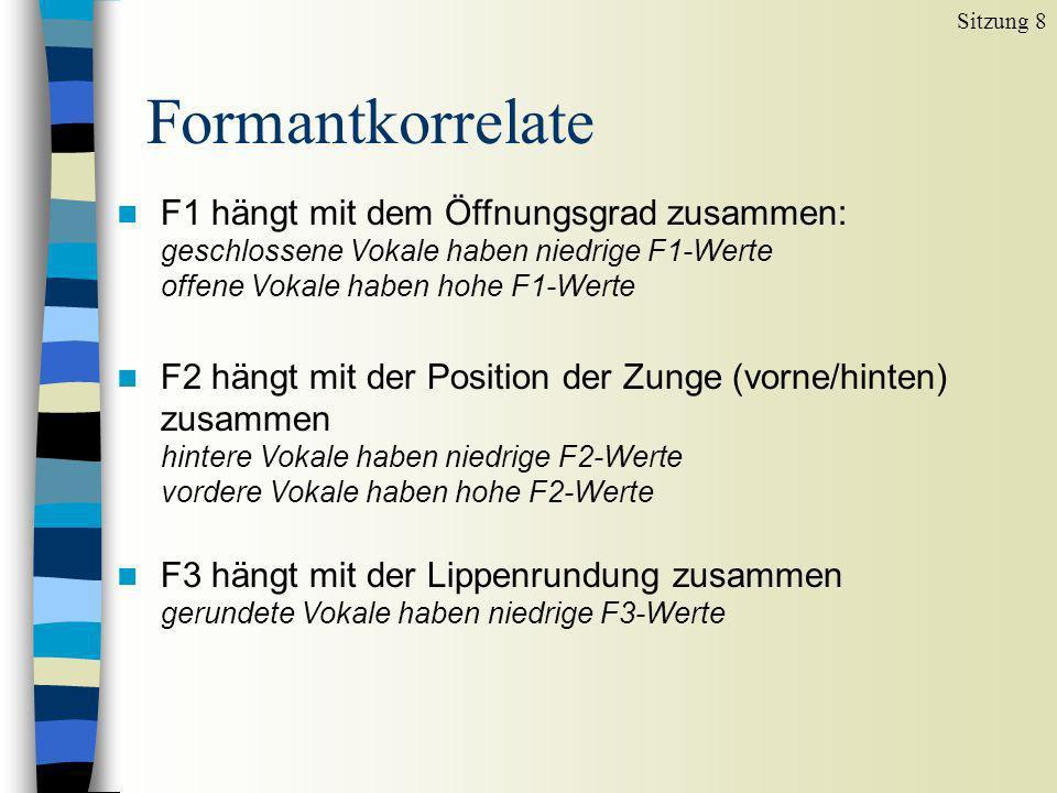 n F1 hängt mit dem Öffnungsgrad zusammen: geschlossene Vokale haben niedrige F1-Werte offene Vokale haben hohe F1-Werte n F2 hängt mit der Position de