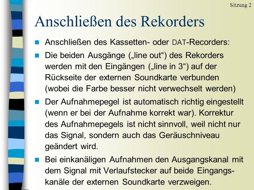 Anschließen des Rekorders n Anschließen des Kassetten- oder DAT -Recorders: n Die beiden Ausgänge (line out) des Rekorders werden mit den Eingängen (line in 3) auf der Rückseite der externen Soundkarte verbunden (wobei die Farbe besser nicht verwechselt werden) n Der Aufnahmepegel ist automatisch richtig eingestellt (wenn er bei der Aufnahme korrekt war).