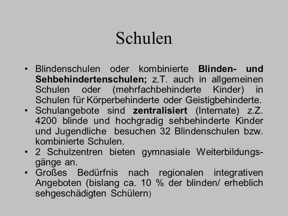 Schulen Blindenschulen oder kombinierte Blinden- und Sehbehindertenschulen; z.T. auch in allgemeinen Schulen oder (mehrfachbehinderte Kinder) in Schul