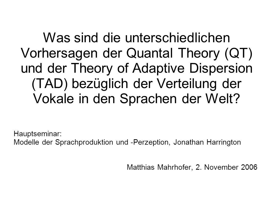 Was sind die unterschiedlichen Vorhersagen der Quantal Theory (QT) und der Theory of Adaptive Dispersion (TAD) bezüglich der Verteilung der Vokale in den Sprachen der Welt.