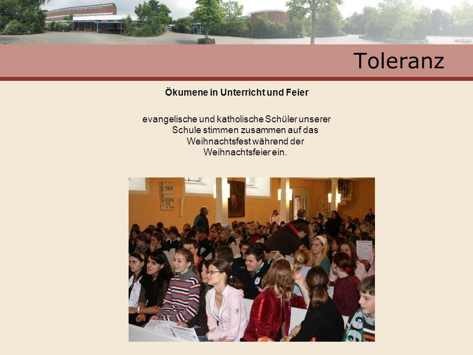 Toleranz Ökumene in Unterricht und Feier evangelische und katholische Schüler unserer Schule stimmen zusammen auf das Weihnachtsfest während der Weihn