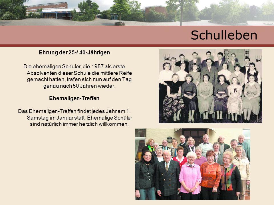 Schulleben Ehrung der 25-/ 40-Jährigen Die ehemaligen Schüler, die 1957 als erste Absolventen dieser Schule die mittlere Reife gemacht hatten, trafen