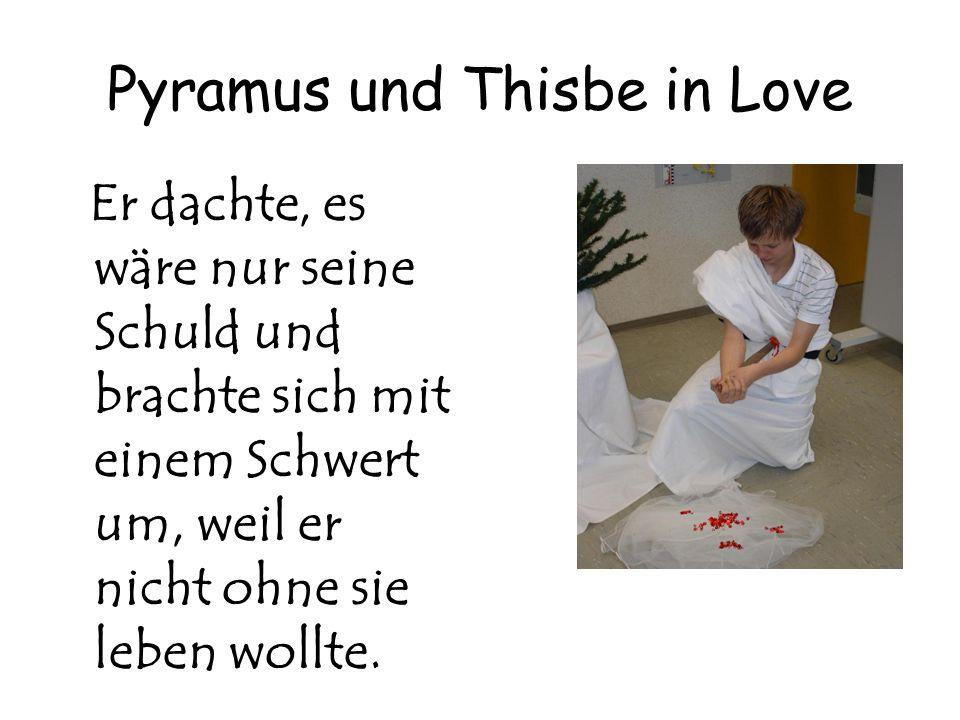 Pyramus und Thisbe in Love Er dachte, es wäre nur seine Schuld und brachte sich mit einem Schwert um, weil er nicht ohne sie leben wollte.
