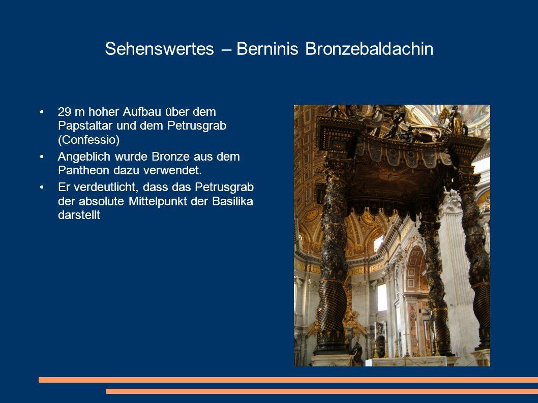Sehenswertes – Berninis Bronzebaldachin 29 m hoher Aufbau über dem Papstaltar und dem Petrusgrab (Confessio) Angeblich wurde Bronze aus dem Pantheon d