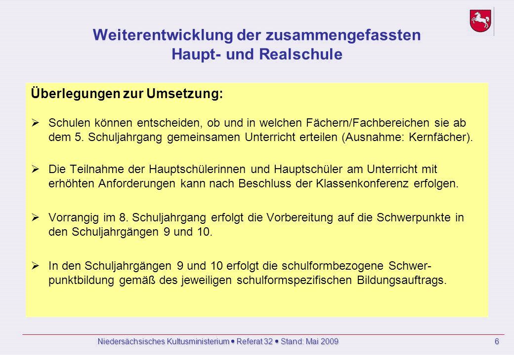 Niedersächsisches Kultusministerium Referat 32 Stand: Mai 2009 6 Weiterentwicklung der zusammengefassten Haupt- und Realschule Überlegungen zur Umsetzung: Schulen können entscheiden, ob und in welchen Fächern/Fachbereichen sie ab dem 5.