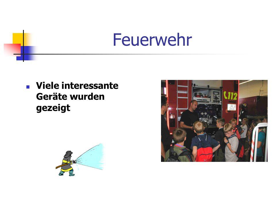 Feuerwehr Ein weiterer Höhepunkt in dieser Projektwoche war der Besuch der Feuerwache in Asseln. Wie die Fotos belegen, zeigten und erklärten die Feue
