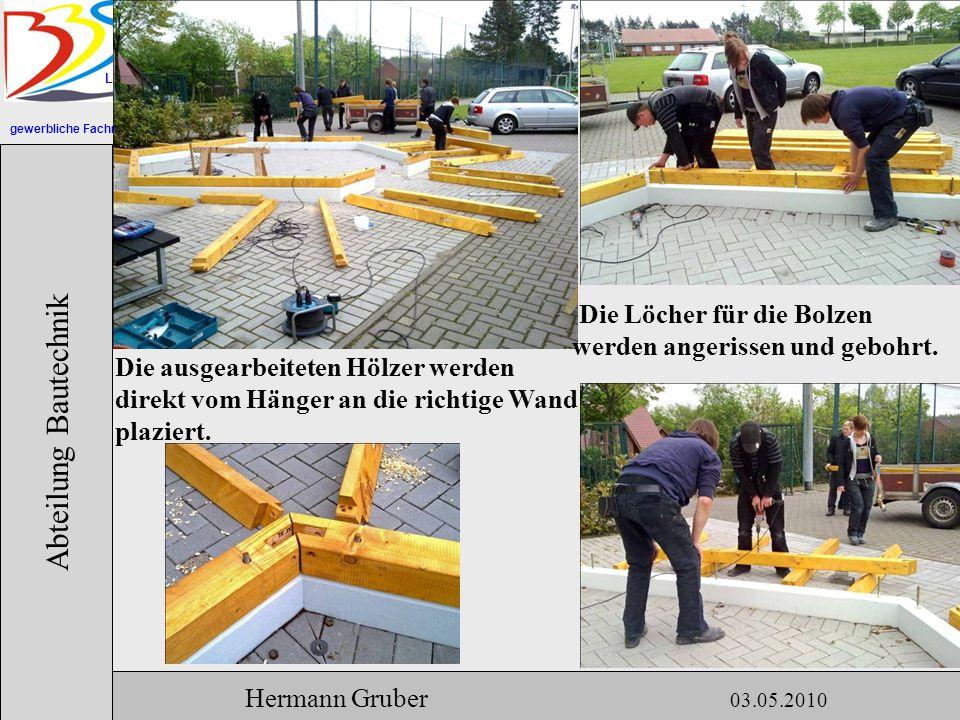 gewerbliche Fachrichtungen Lingen Abteilung Bautechnik Hermann Gruber 03.05.2010 Die ausgearbeiteten Hölzer werden direkt vom Hänger an die richtige Wand plaziert.