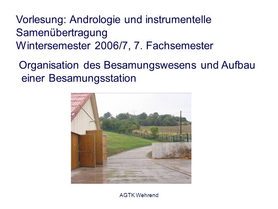 AGTK Wehrend Besamungsstation eine Einrichtung, in der männliche Zuchttiere zur Gewinnung, Behandlung und Abgabe von Samen zur künstlichen Besamung gehalten werden - bedarf einer staatlichen Betriebserlaubnis - unterliegt der staatlichen Überwachung auf - züchterischem Gebiet - veterinärhygienischem Gebiet Träger kann sein: - Besamungsgenossenschaft - GmbH - Privatperson - eingetragener Verein - usw.