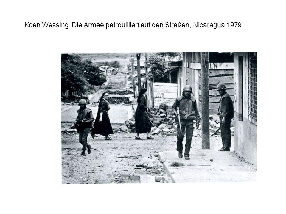 Koen Wessing, Die Armee patrouilliert auf den Straßen, Nicaragua 1979.