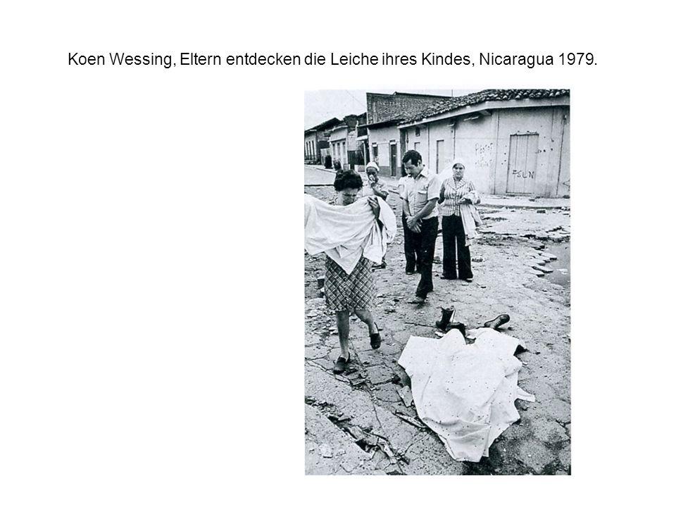 Koen Wessing, Eltern entdecken die Leiche ihres Kindes, Nicaragua 1979.