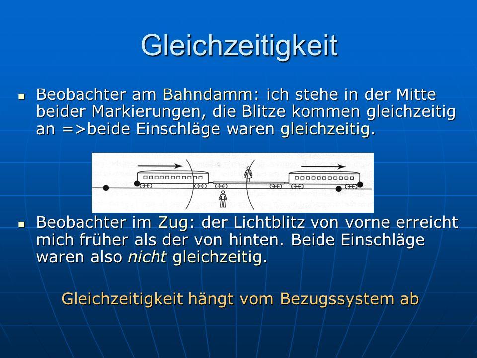 Gleichzeitigkeit Beobachter am Bahndamm: ich stehe in der Mitte beider Markierungen, die Blitze kommen gleichzeitig an =>beide Einschläge waren gleich