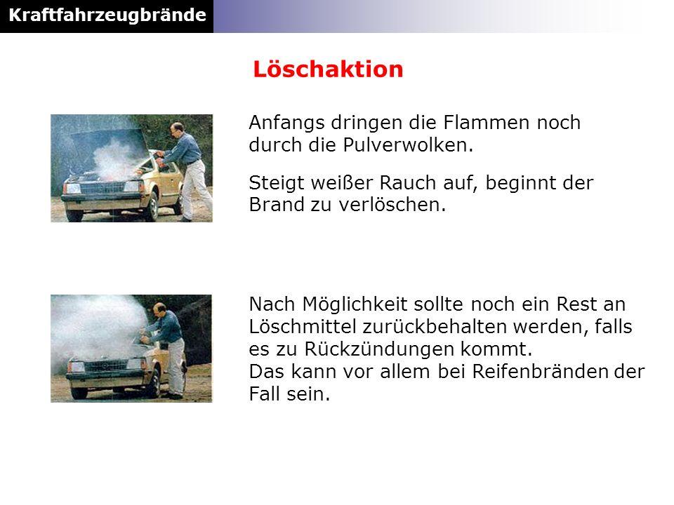 Kraftfahrzeugbrände Anfangs dringen die Flammen noch durch die Pulverwolken. Steigt weißer Rauch auf, beginnt der Brand zu verlöschen. Nach Möglichkei