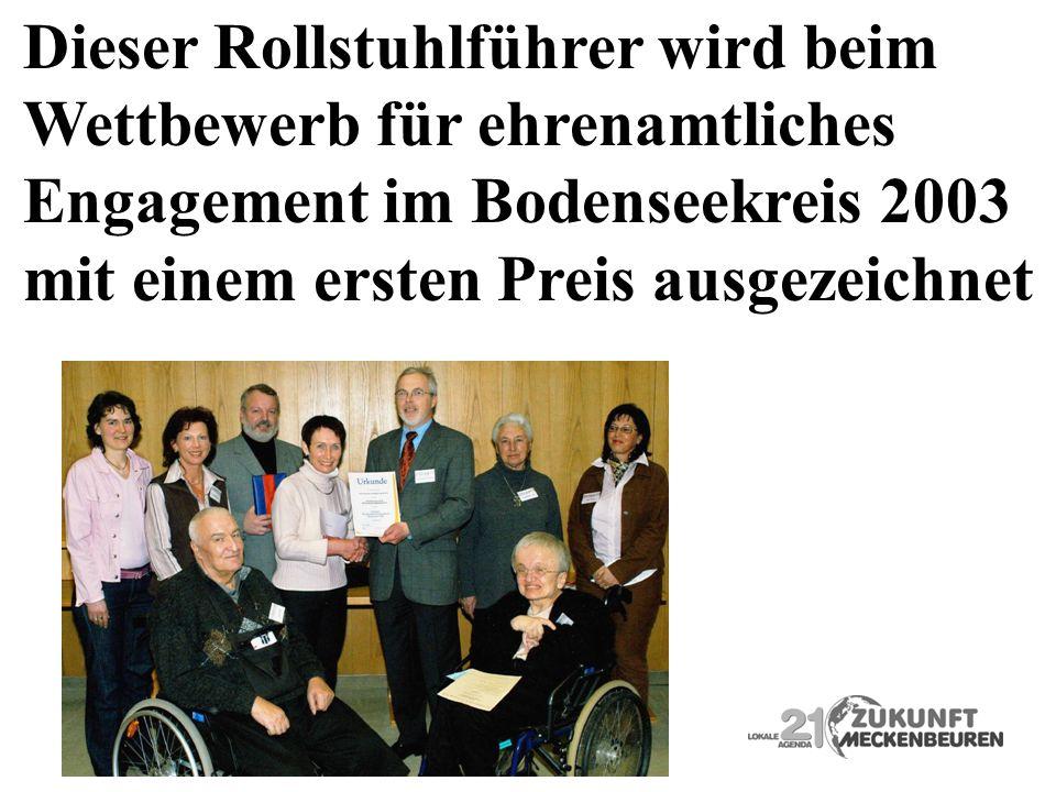 Dieser Rollstuhlführer wird beim Wettbewerb für ehrenamtliches Engagement im Bodenseekreis 2003 mit einem ersten Preis ausgezeichnet