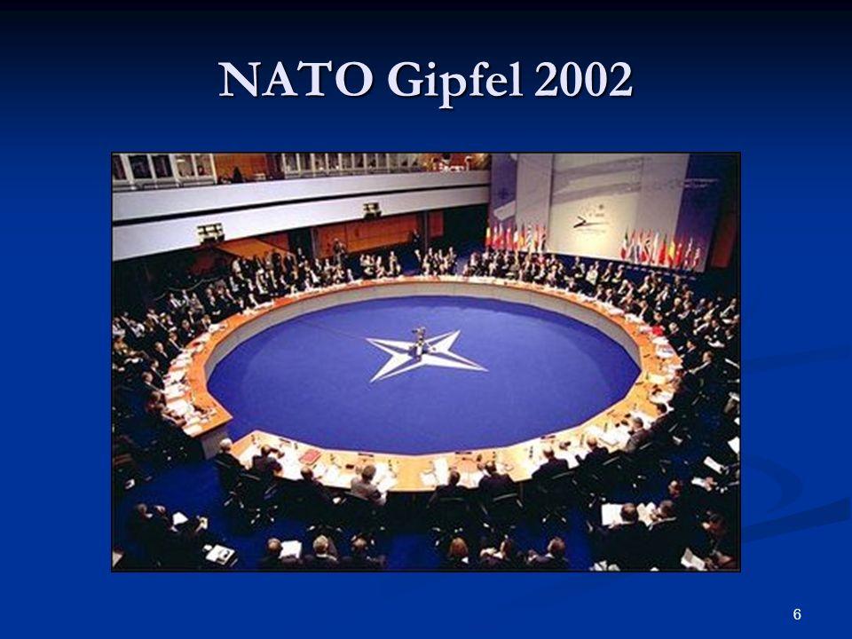 17 Schnelle Eingreiftruppe der EU NATO gab EU Dezember 2002 grünes Licht NATO gab EU Dezember 2002 grünes Licht Responce Force im Rahmen der NATO Responce Force im Rahmen der NATO Einsatz im Rahmen von Artikel 5, NATO- Vertrag, dem Verteidigungsfall Einsatz im Rahmen von Artikel 5, NATO- Vertrag, dem Verteidigungsfall Bis zu 21.000 Mann zu Land, See und Luft Bis zu 21.000 Mann zu Land, See und Luft Einsatzentscheidung: NATO-Rat Einsatzentscheidung: NATO-Rat