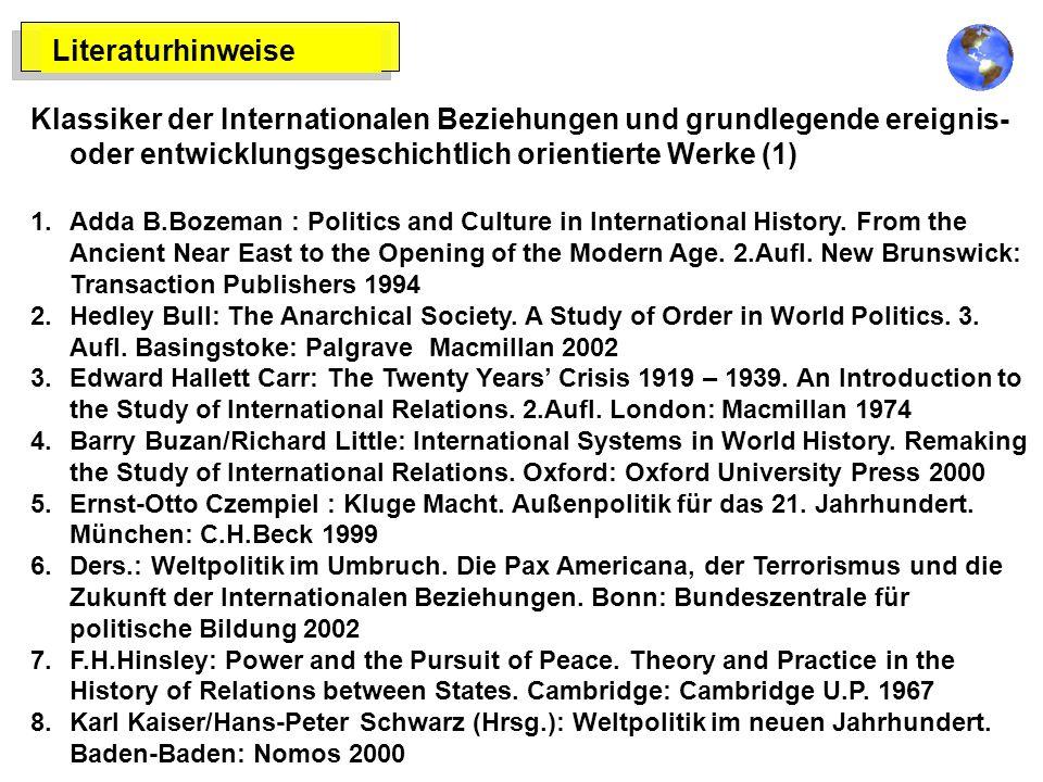 Literaturhinweise Klassiker der Internationalen Beziehungen und grundlegende ereignis- oder entwicklungsgeschichtlich orientierte Werke (1) 1.Adda B.Bozeman : Politics and Culture in International History.