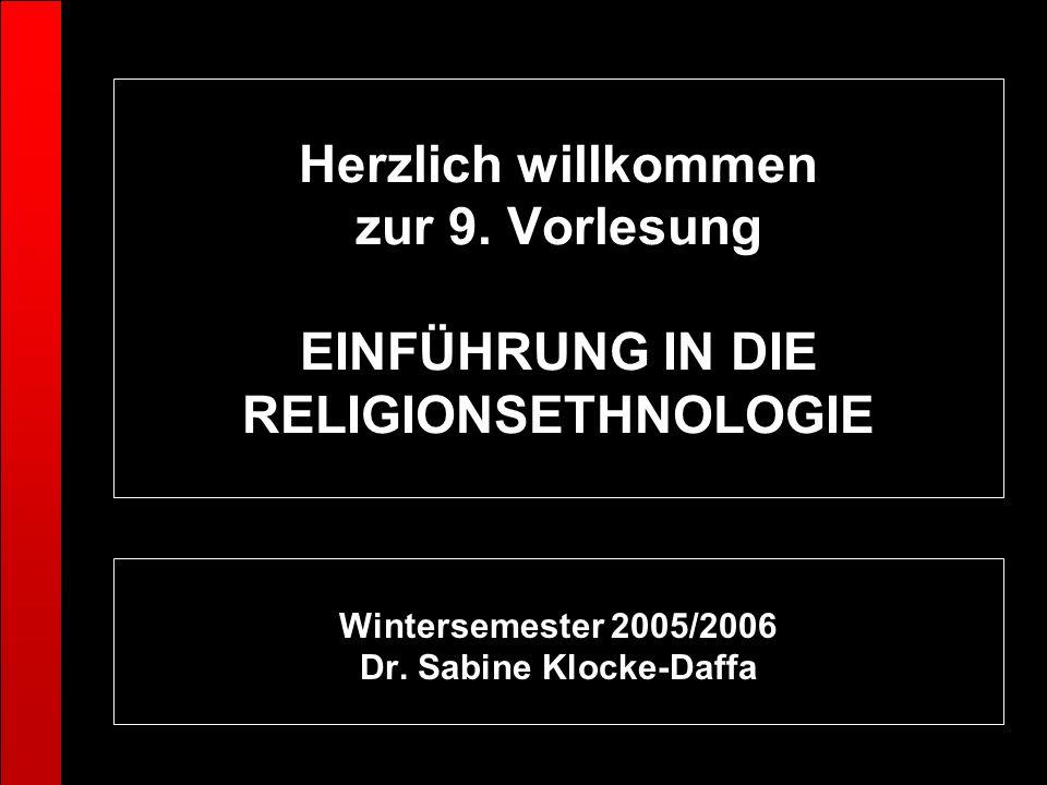 Herzlich willkommen zur 9. Vorlesung EINFÜHRUNG IN DIE RELIGIONSETHNOLOGIE Wintersemester 2005/2006 Dr. Sabine Klocke-Daffa