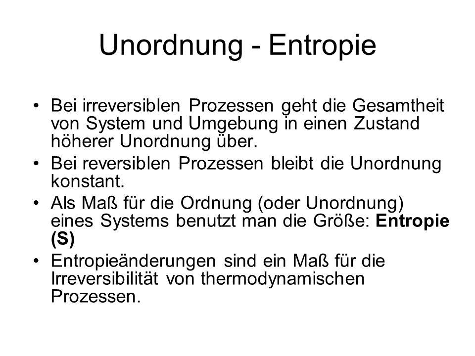 Bei irreversiblen Prozessen geht die Gesamtheit von System und Umgebung in einen Zustand höherer Unordnung über. Bei reversiblen Prozessen bleibt die