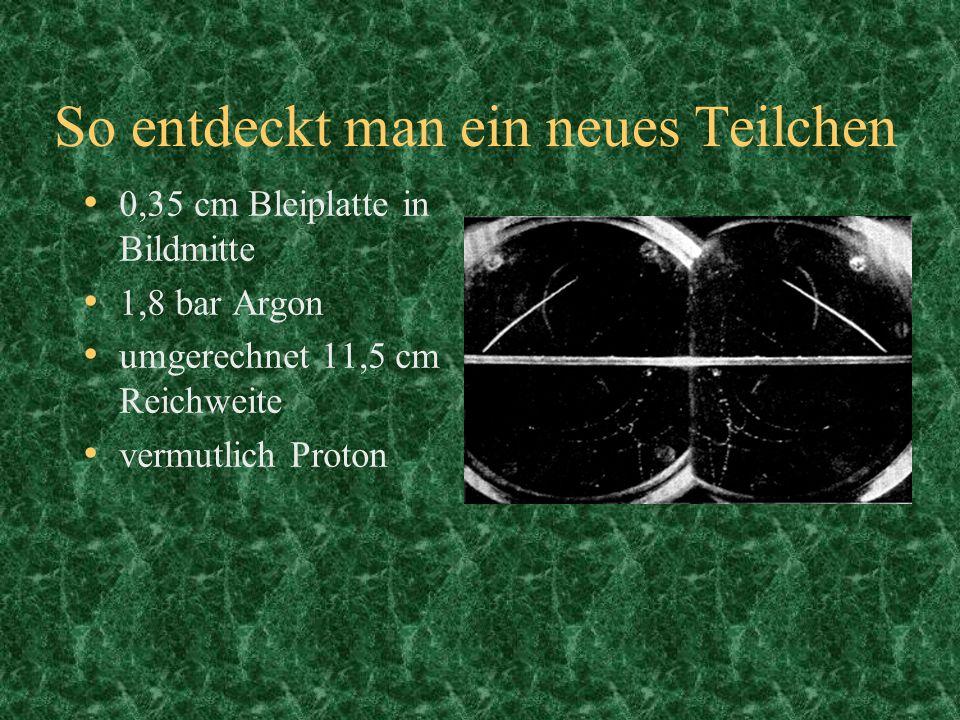 So entdeckt man ein neues Teilchen 0,35 cm Bleiplatte in Bildmitte 1,8 bar Argon umgerechnet 11,5 cm Reichweite vermutlich Proton