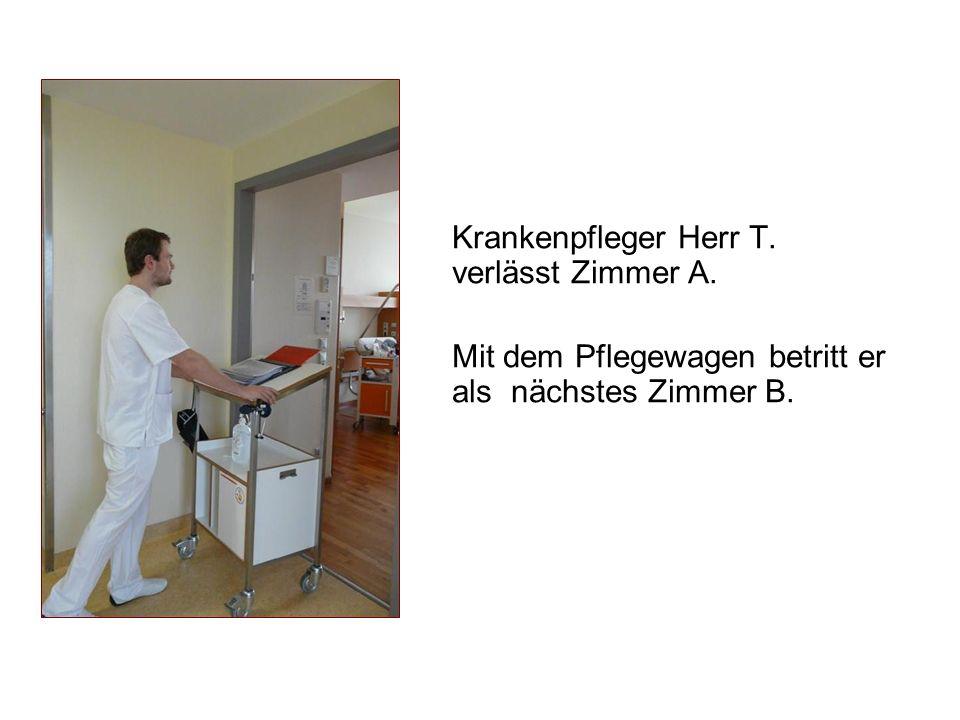 Krankenpfleger Herr T. verlässt Zimmer A. Mit dem Pflegewagen betritt er als nächstes Zimmer B.
