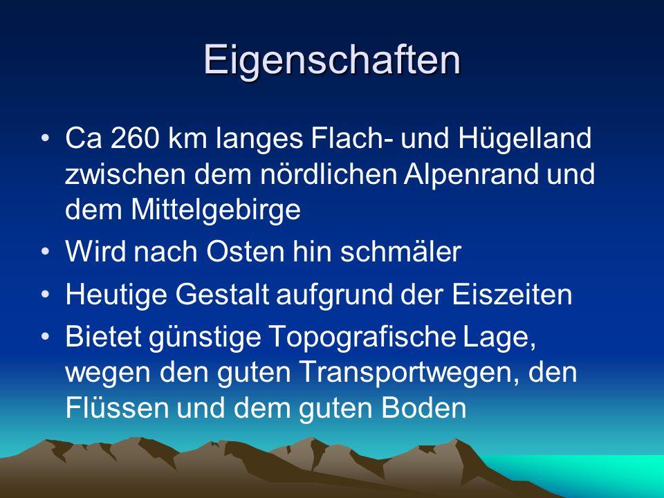 Entstehung Allgemein: Randlicher Meerestrog der Alpen (Molassezone) Das heißt, in der Tertiärzeit wurden bis zu 5000 Meter mächtige Sedimente aus Ton, Sand und Geröll abgelagert In der Eiszeit entstanden an den Flüssen Terassen Geschichtlich: Beginn vor 140 Millionen Jahren mit der Auffaltung der Alpen Vom Süden füllten Alpengletscher eine mächtige Mulde auf und formten die Oberfläche in Kaltzeiten Heutiges Aussehen erst seit 30.000 Jahren durch die Gletscher der letzten Eiszeit In den tief ausgeschürften Mulden befinden sich Seen, die aber schon zum großen Teil zu Mooren geworden sind