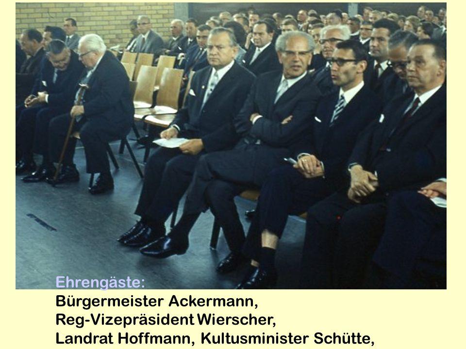 Ehrengäste: Bürgermeister Ackermann, Reg-Vizepräsident Wierscher, Landrat Hoffmann, Kultusminister Schütte,