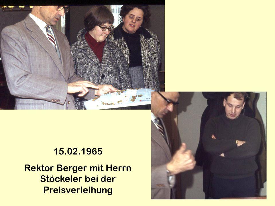 15.02.1965 Rektor Berger mit Herrn Stöckeler bei der Preisverleihung